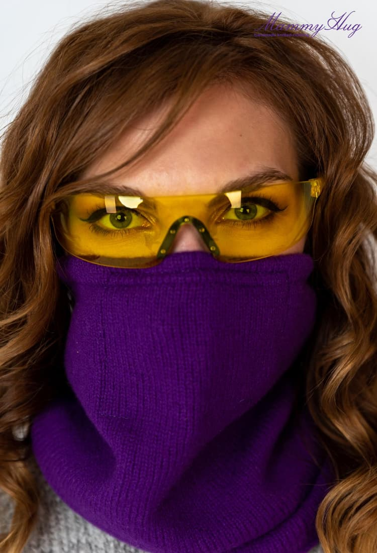 Face protection with jersey loop scarf and glasses