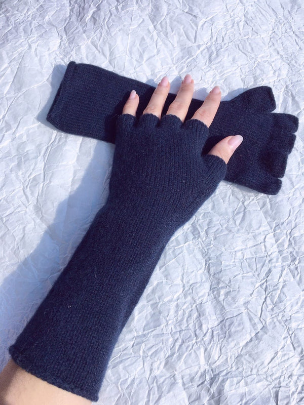 womens cashmere gloves on hand