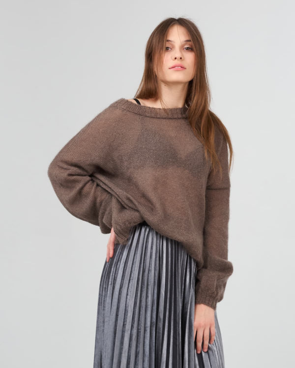 Translucent stylish sweater made of Italian premium yarn