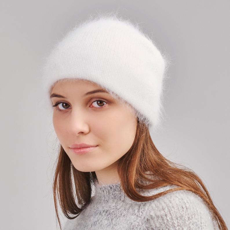 girl in white baggy beanie hat