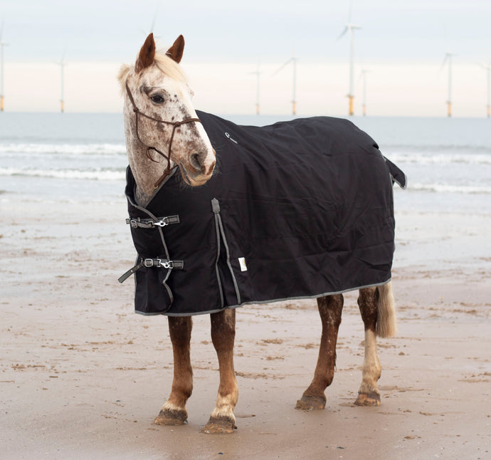 Highland Wear Medium Turnout Rug **reduced**