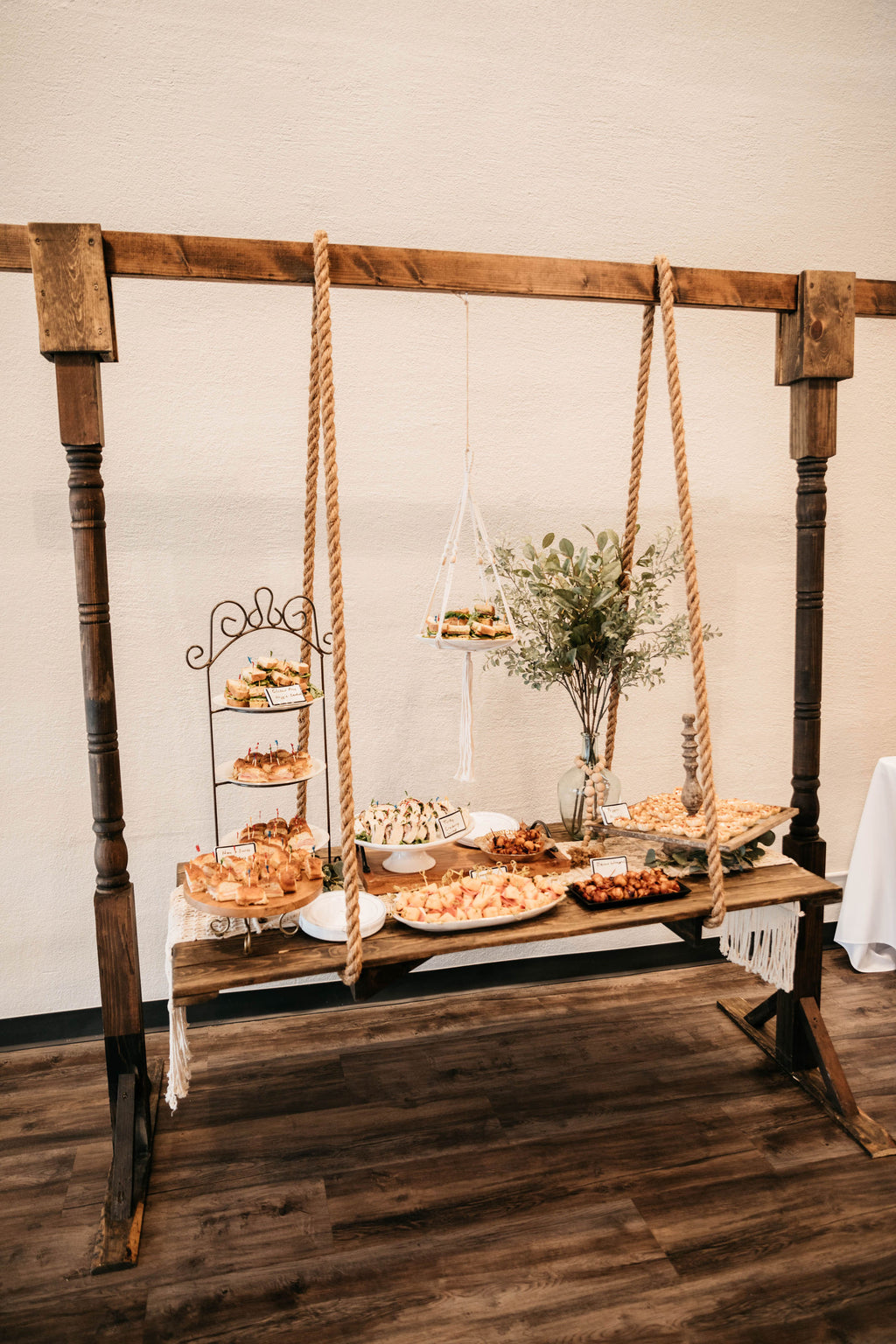 Hanging table/arch