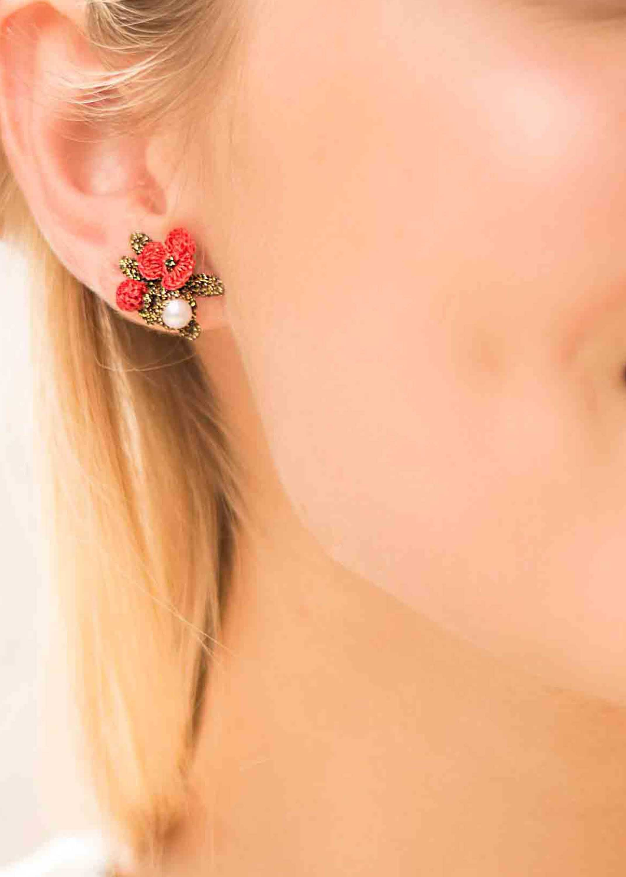 Atelier Godole coral flowers and pearls earrings beauregard