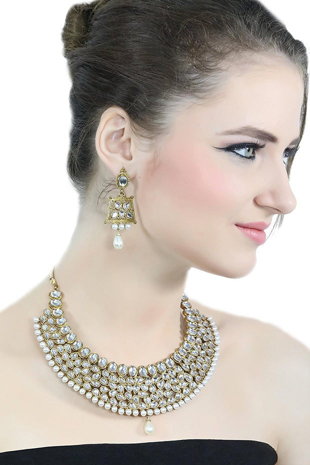 Alloy Necklace with Earrings in white