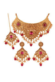 Alloy Choker Necklace Set with Maang Tikka in Pink