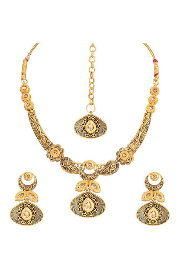 Alloy Choker Necklace Set with Earrings and Maang Tikka in Gold