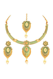 Alloy Choker Necklace Set with Earrings and Maang Tikka in Green