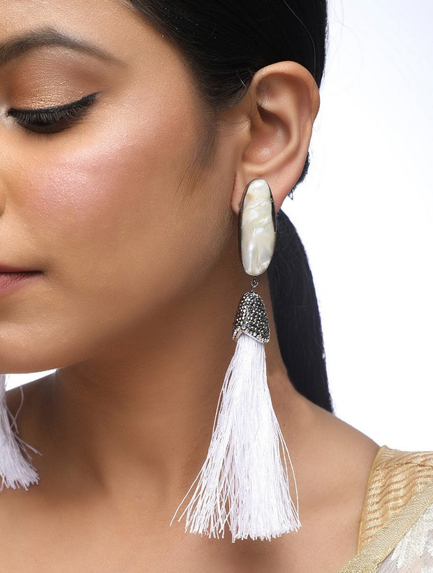 Alloy Pearl Tassle Earrings in Pearl