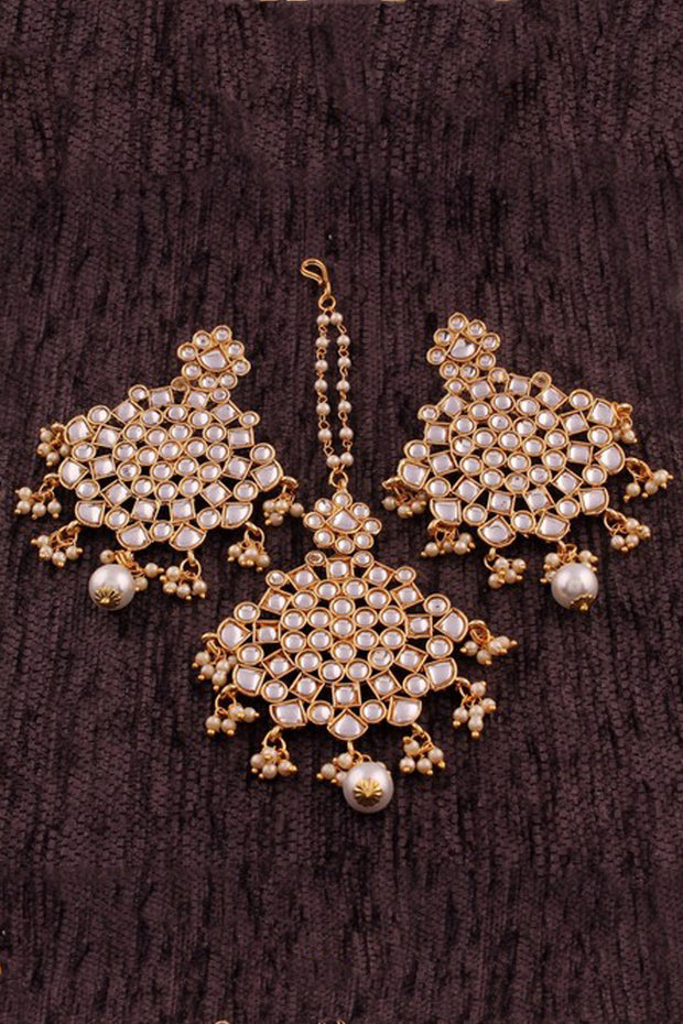 Alloy Earring Set with Maang Tikka in White