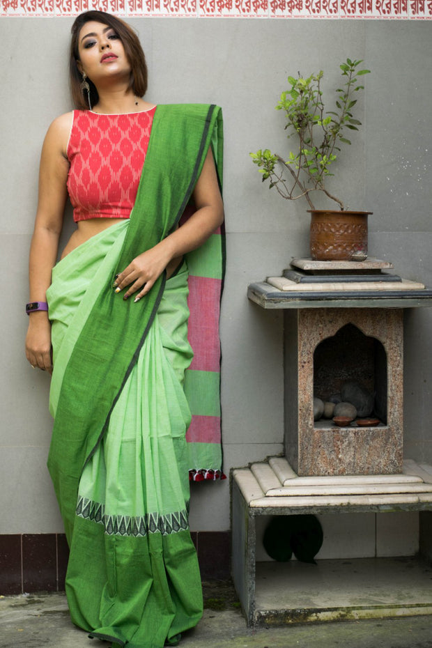 Cotton Plain Saree in Red and Green
