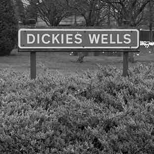Coaster - Dickies Wells