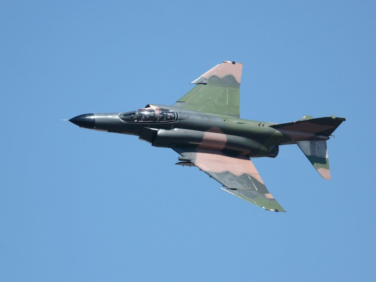Avion-en-vol-McDonnell Douglas F 4 Phantom II - Flight inspiration.com