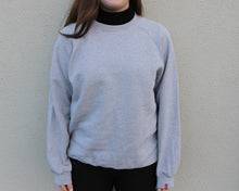 Load image into Gallery viewer, Vintage Levi's Sweatshirt Size Women's Medium