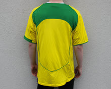 Load image into Gallery viewer, Nike Brazil Home Shirt 2004-06 Size Men's Medium