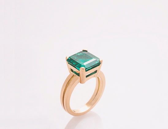 Gold ring with 3.14 k Emerald | Anillos de oro y esmeralda de 3.14k