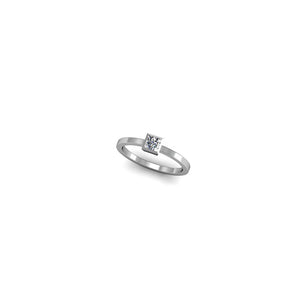 RING WITH PRINCESS CUT DIAMOND | ANILLO CON DIAMANTE TALLA PRINCESS
