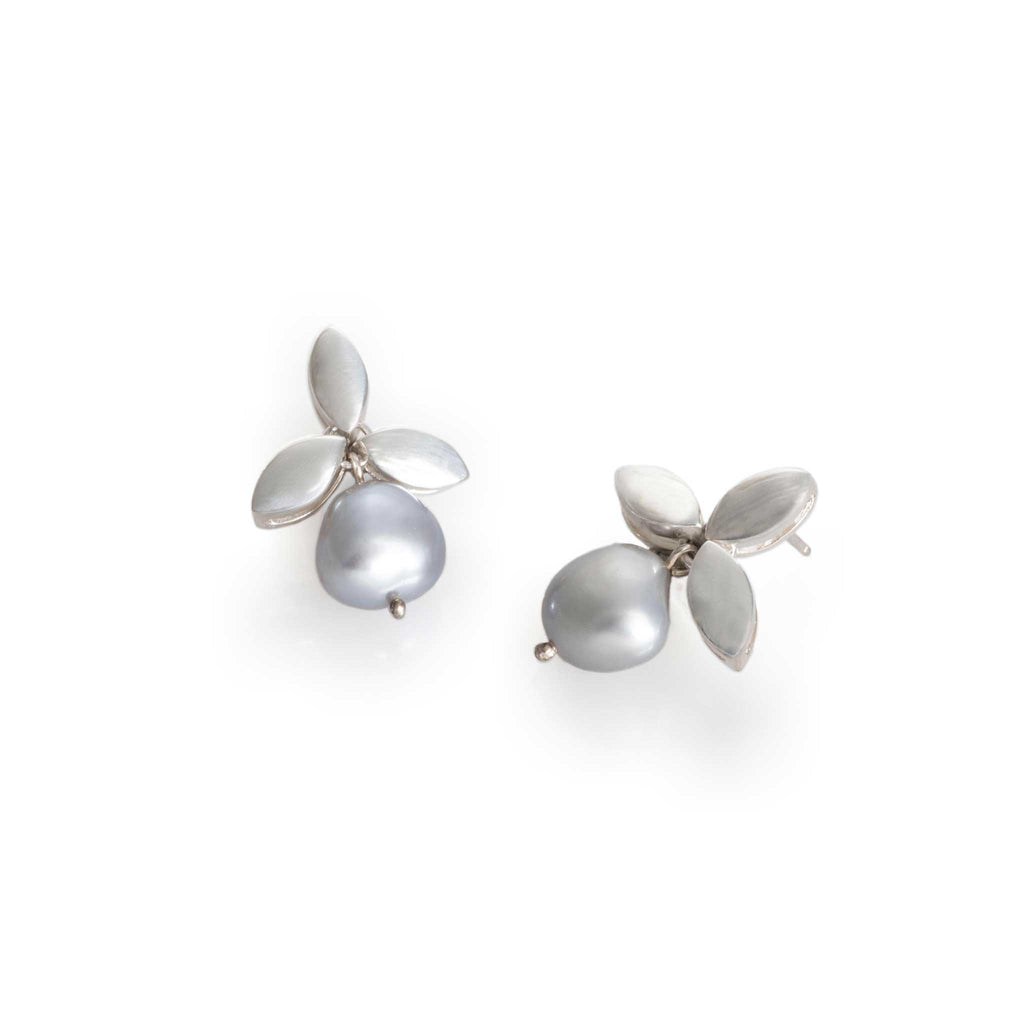 LEAVES AND PEARLS EARRINGS GRAY | ARETES PERLAS Y HOJAS GRIS