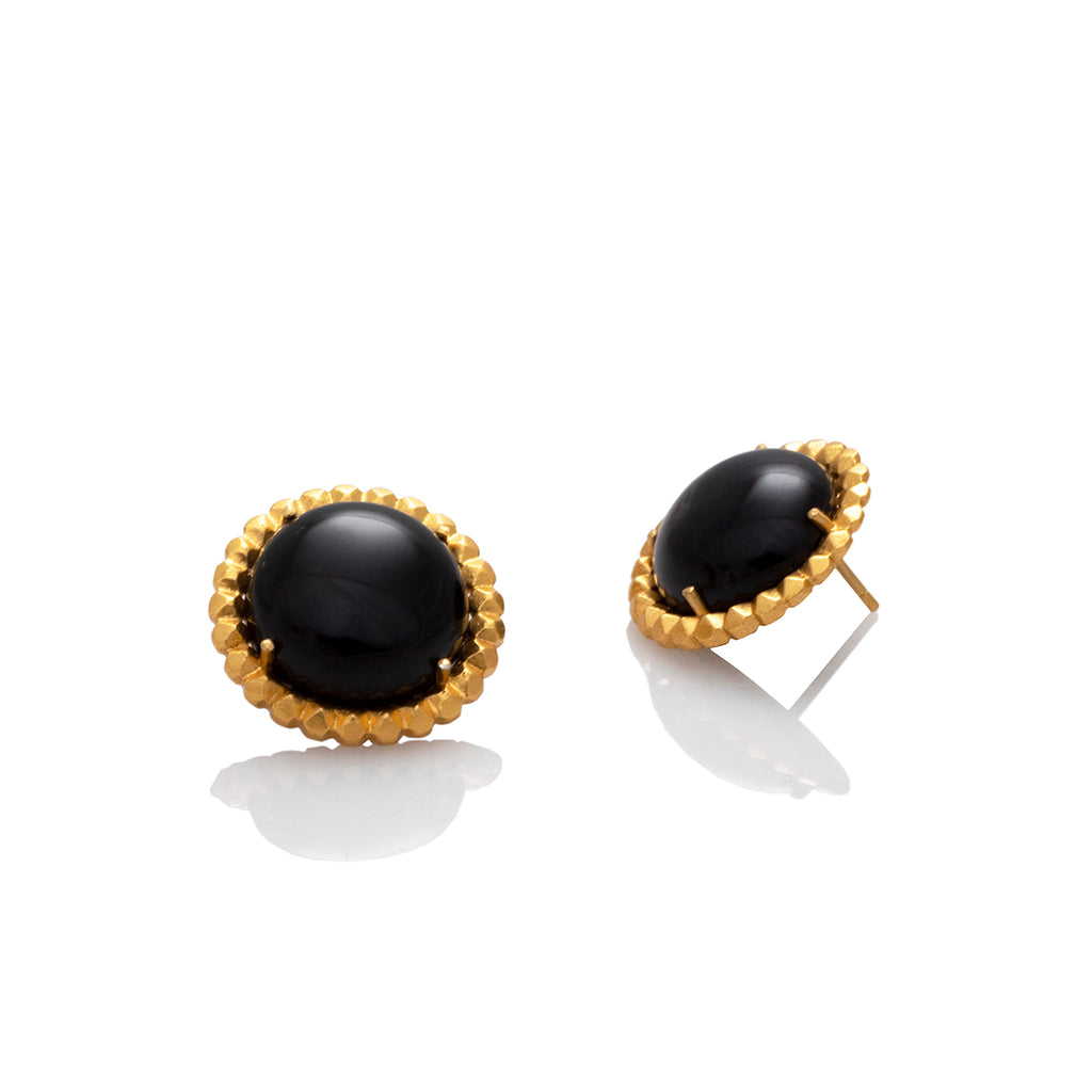 ROUND CABUCHON ONYX AND STUDS EARRINGS | ARETES DE TACHES CON ÓNIX CABUCHON REDONDOS