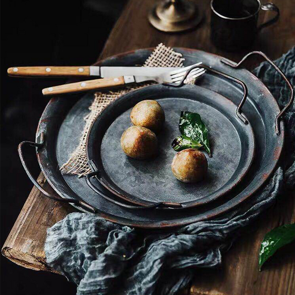 European Retro Metal Plate With Handles Handcrafted Round Wrought Vintage Storage Bread Tray Home Decoration Garden Restaurant