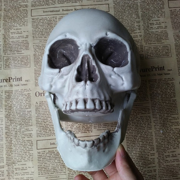 1 Pcs Halloween Artificial Skull Head Model Horror Prop Plastic Skull Head DIY Decorations Bars Ornament