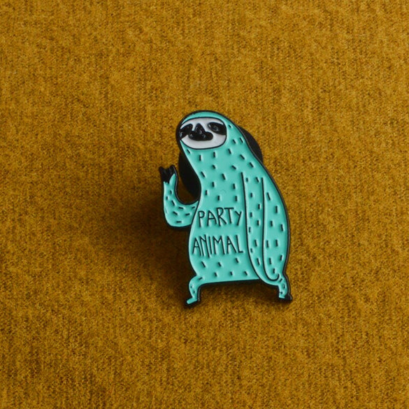Cute Green Sloth Pin Soft Enamel Pin Badge Cartoon Animal Brooch for Women Men Fashion Pin Button Clothes Hat Bag Accessories