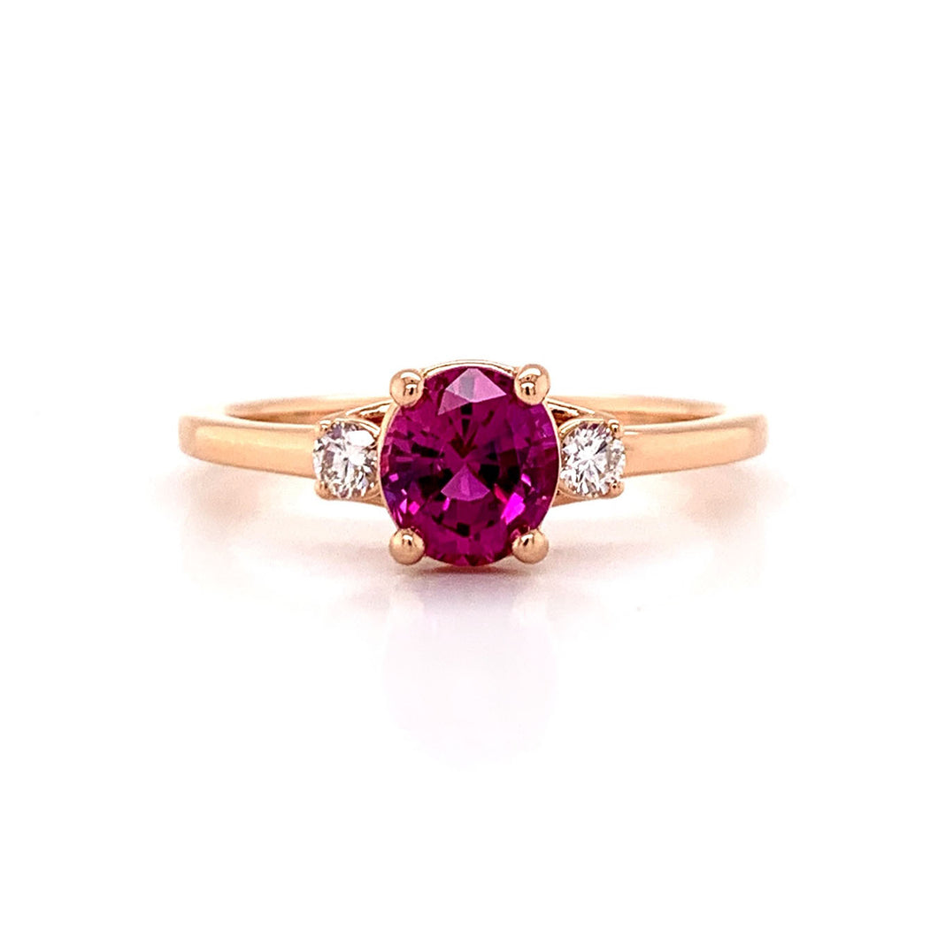 Oval Pink Sapphire. 18kr Ring