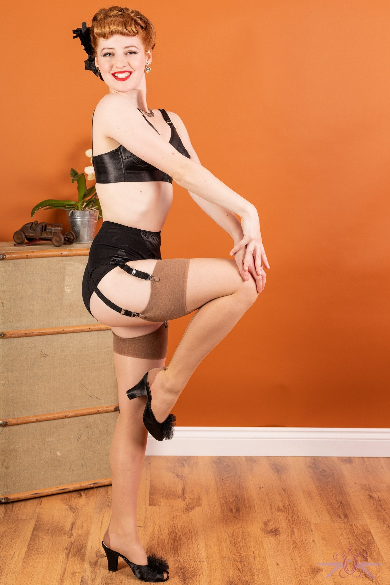 What Katie Did Contrast Champagne/Latte Cuban Heel Seamed Stockings - The Hosiery Box