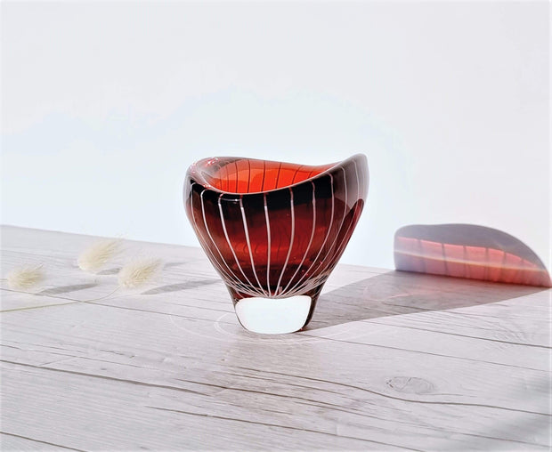 AnyesAttic Glass 1950s Vicke Lindstrand 'Zebra' series for Kosta, Modernist Red and White Stripe Dish | Sweden