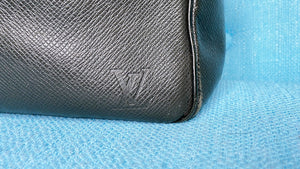 Louis Vuitton Yarang Black Taiga Leather Messenger Bag