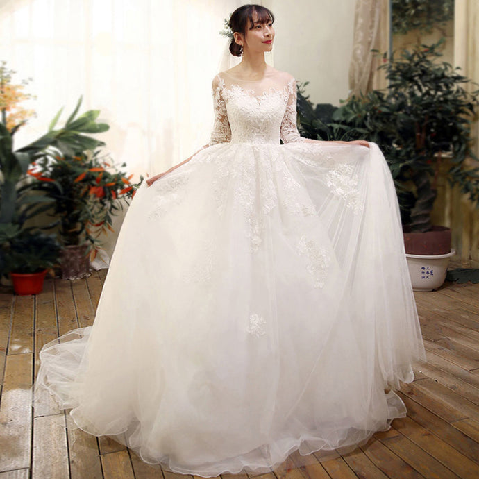 Wedding dress tail thin