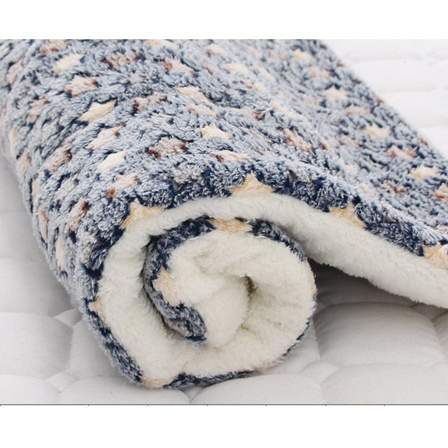 Pet Blanket Dog Bed Cat Mat Soft Coral Fleece Winter Thicken Warm  Sleeping Beds for Small Medium Dogs Cats Pet Supplies