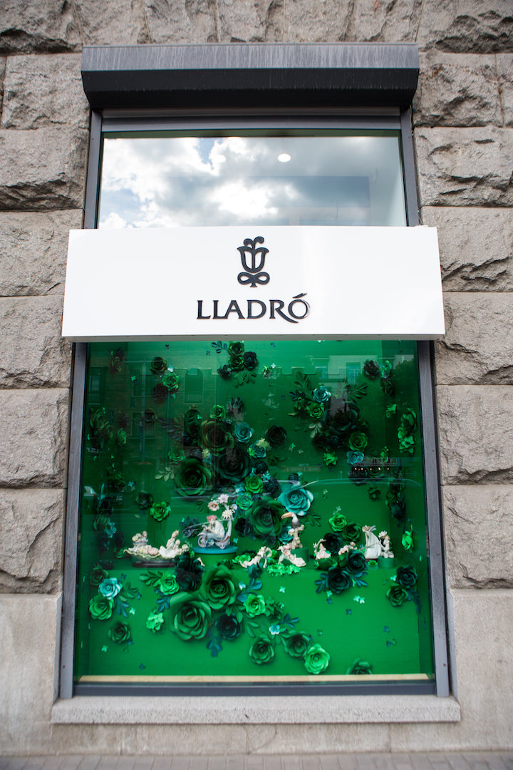 LLADRO WINDOW DISPLAY