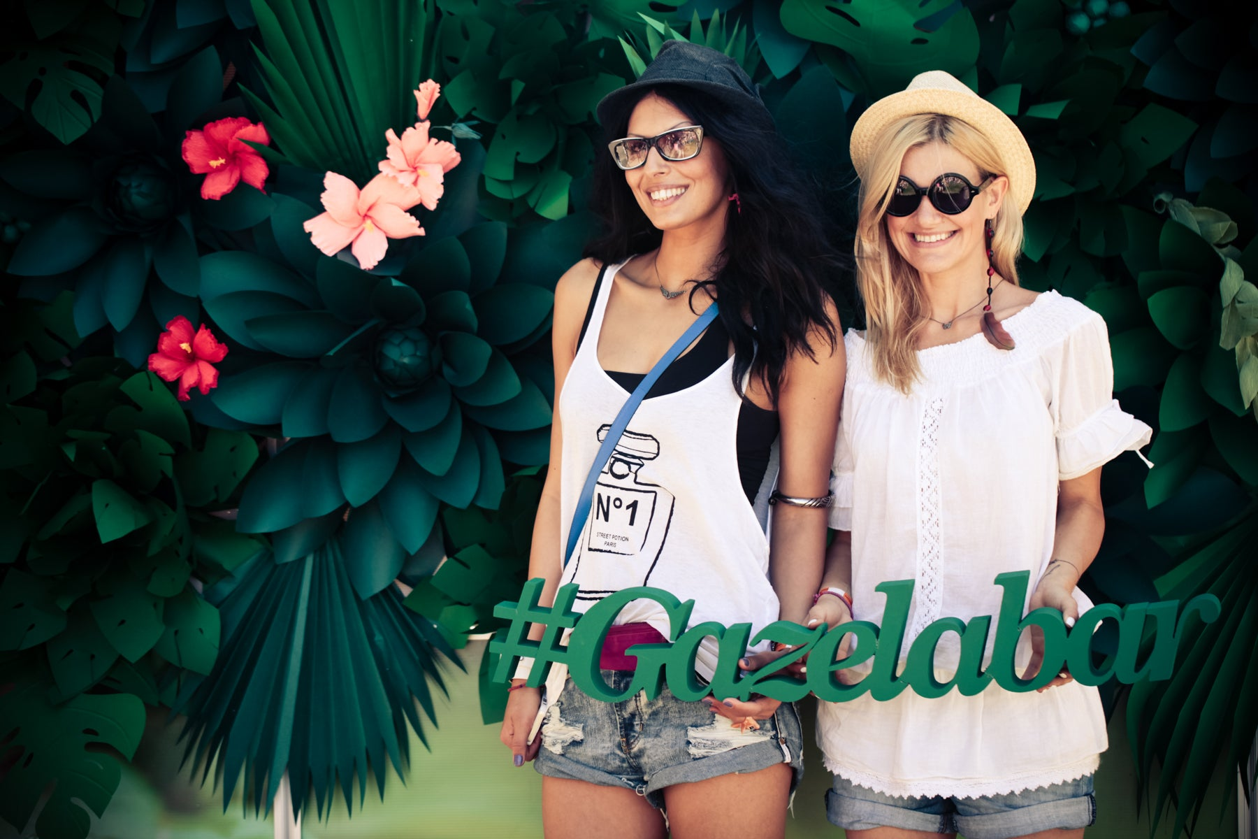 Gazela Bar tropical Background