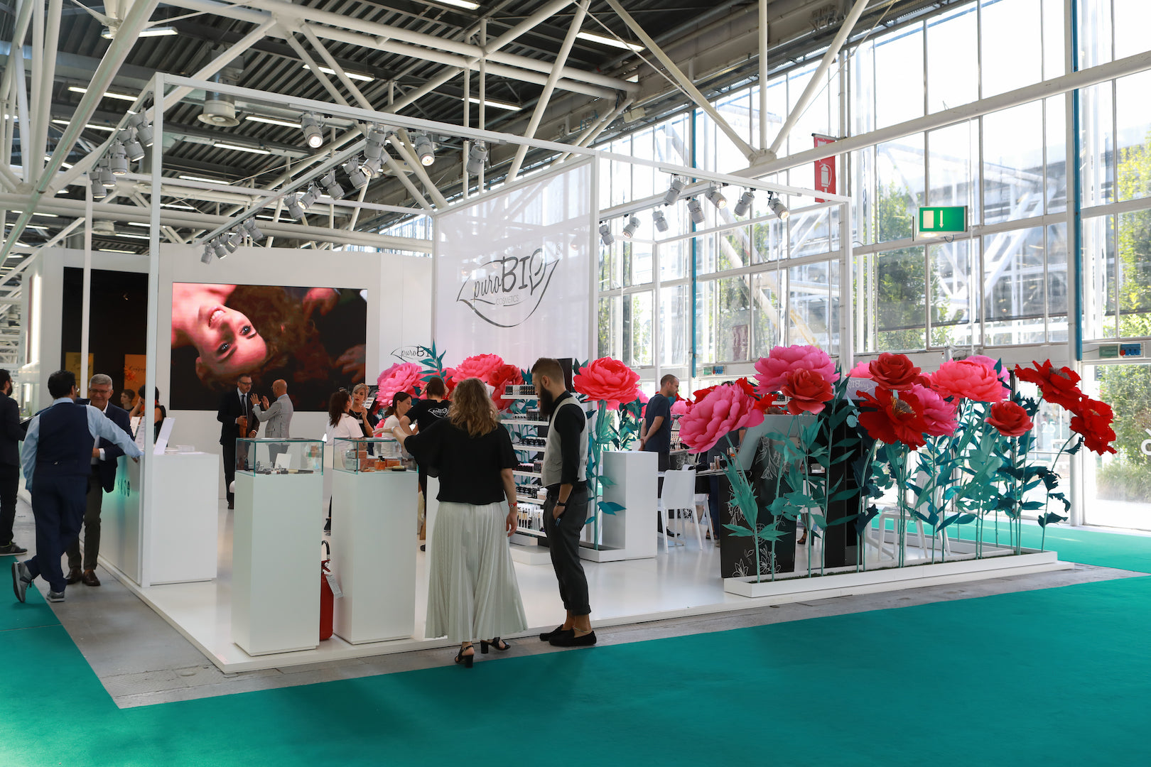 Cosmetics brand exhibition stand