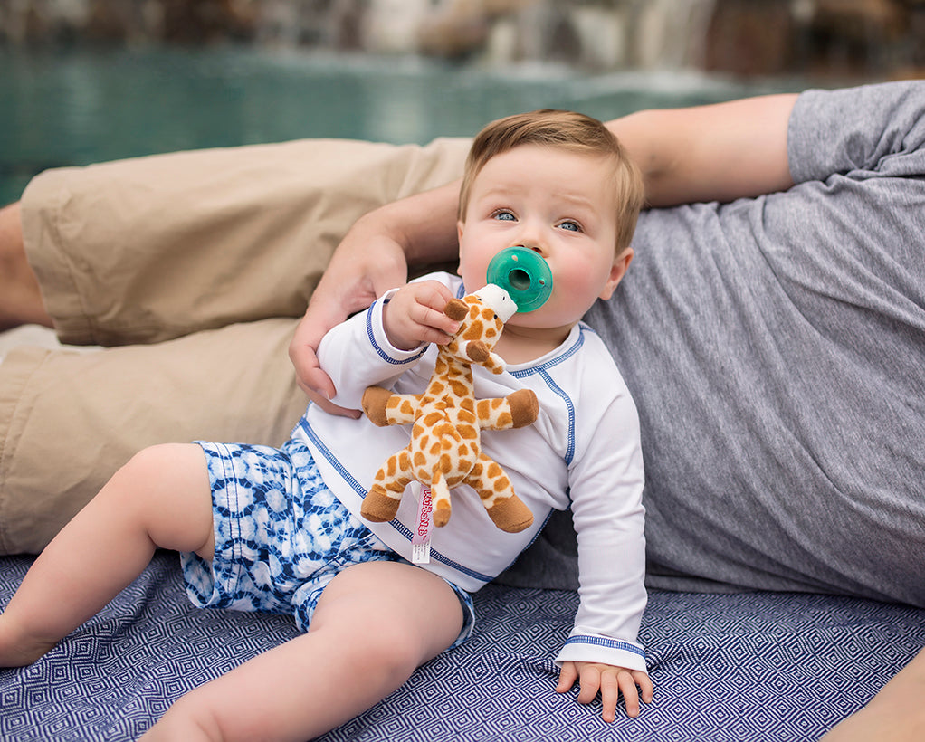 baby using wubbanub giraffe