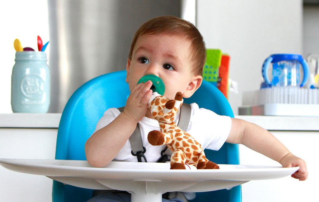 wub giraffe lifestyle photo with baby