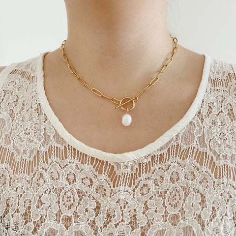 Saára Pearl Toggle Necklace