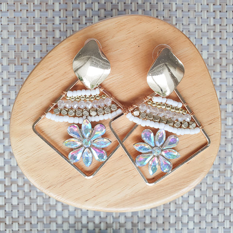Taimani earrings - White