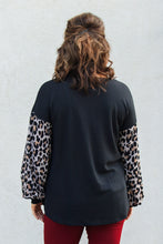 Load image into Gallery viewer, Hazel Leopard Pocket Top