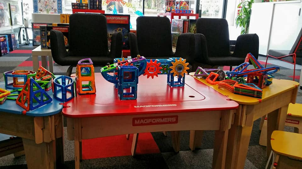 MAGFORMERS Storage Table & Stools Set