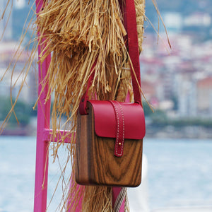 Nataural Handbag for ladies made of solid wood