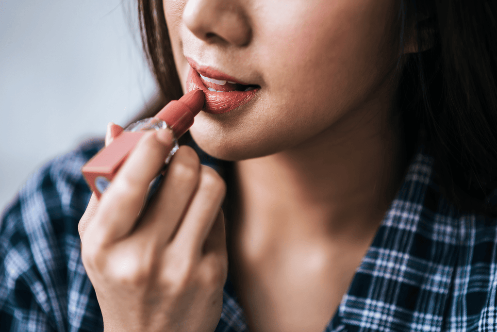 how to cover up a cold sore quickly