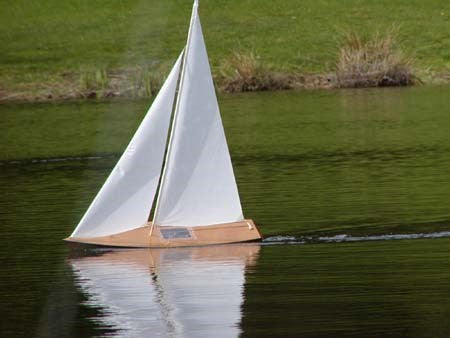 T27 Radio Controlled Racing Sloop