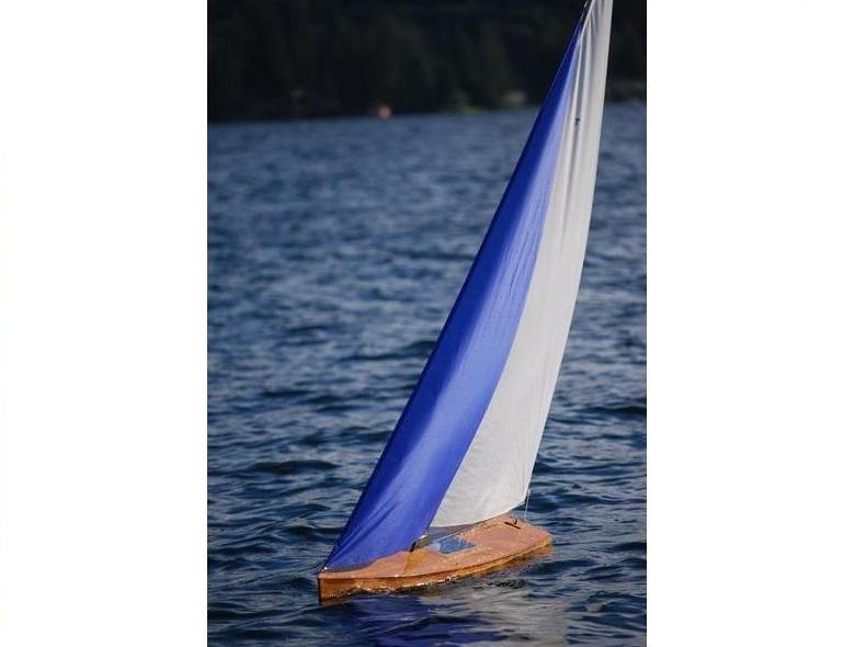 T52 Radio Controlled Racing Sloop