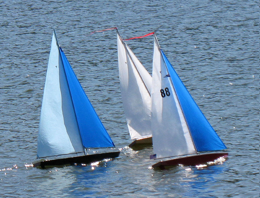 RC Sailboat: T37 Racing Sloop