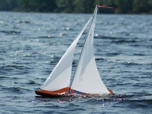 Wooden Sailboat Models: A Beautiful Wooden RC Sailboat Sailing