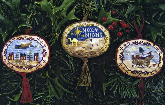 Majestic Christmas II - Sampler Border Ovals