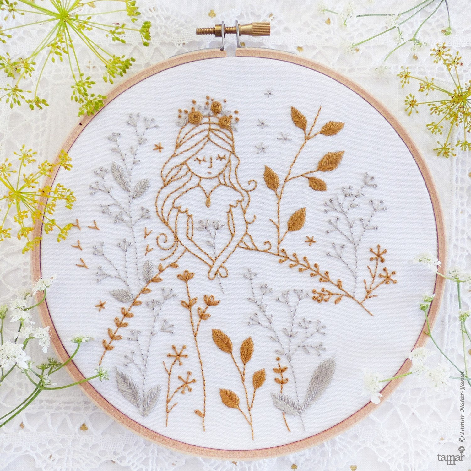 "Gold & Gray Princess 6"" Embroidery Kit"