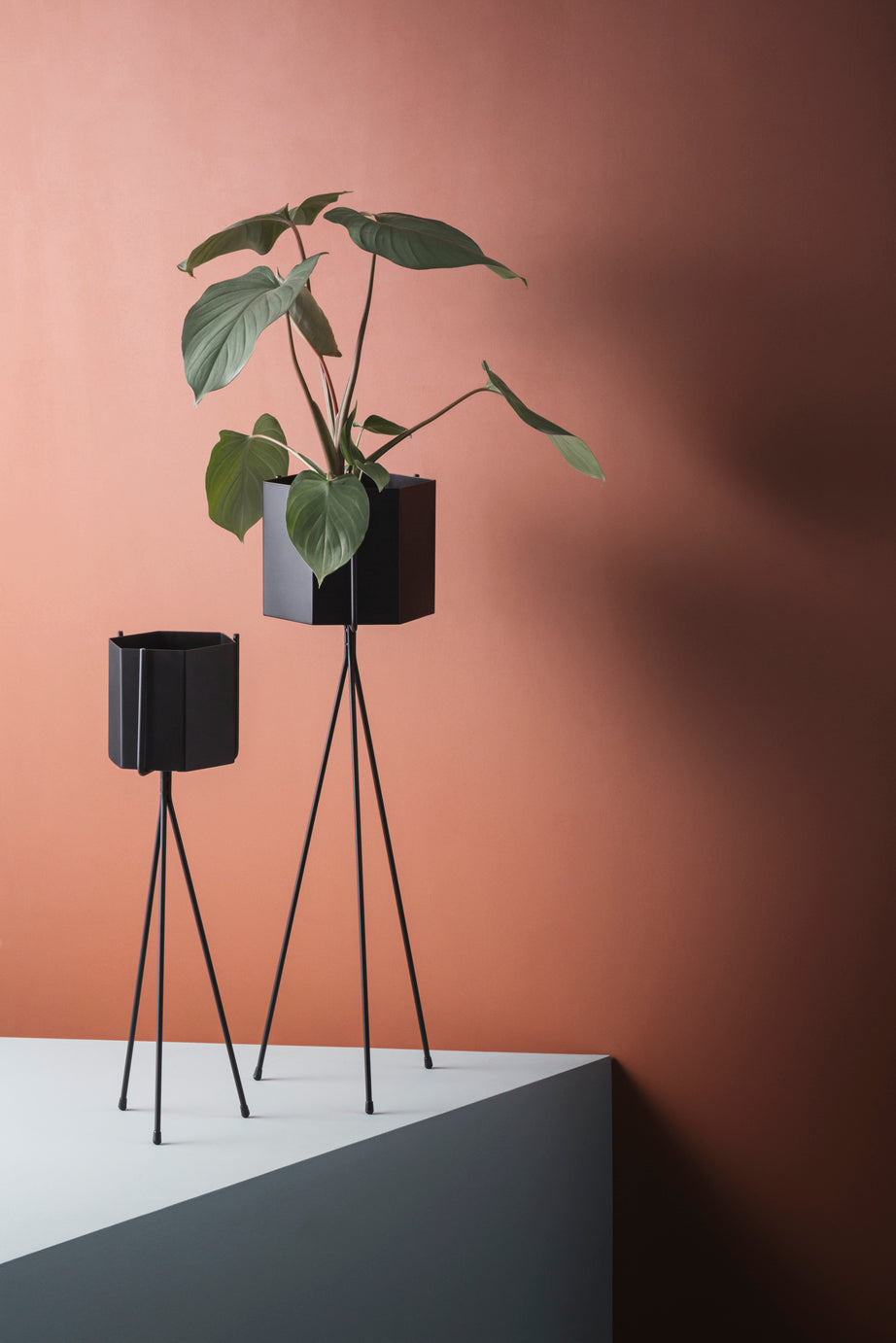 Ferm Living Plant Stand Low in Black
