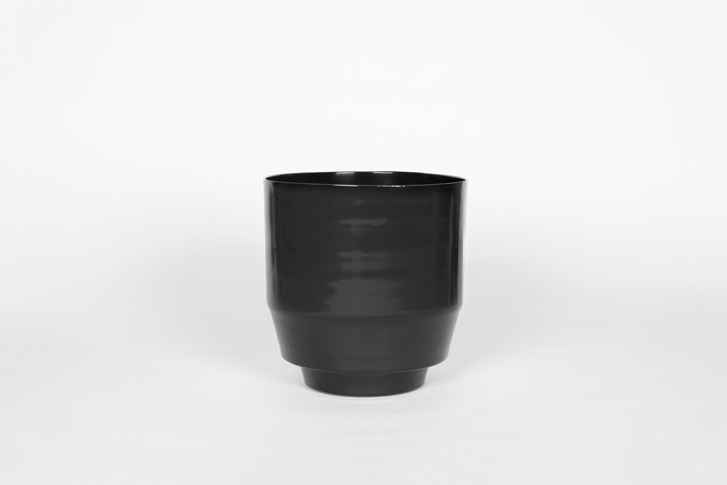 "8"" Yield Spun Planter in Black"